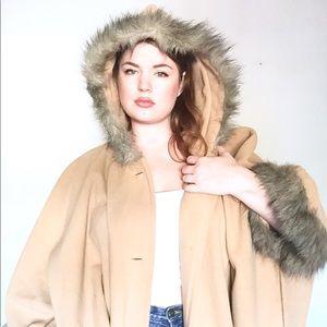 {Vintage} 🐪 Blair Camel Faux Fur Cape